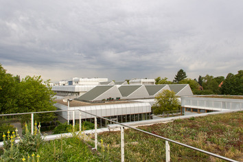 Rooftop garden and solar panels on the Silberlaube of Freie Universität Berlin Source: Volker Möller